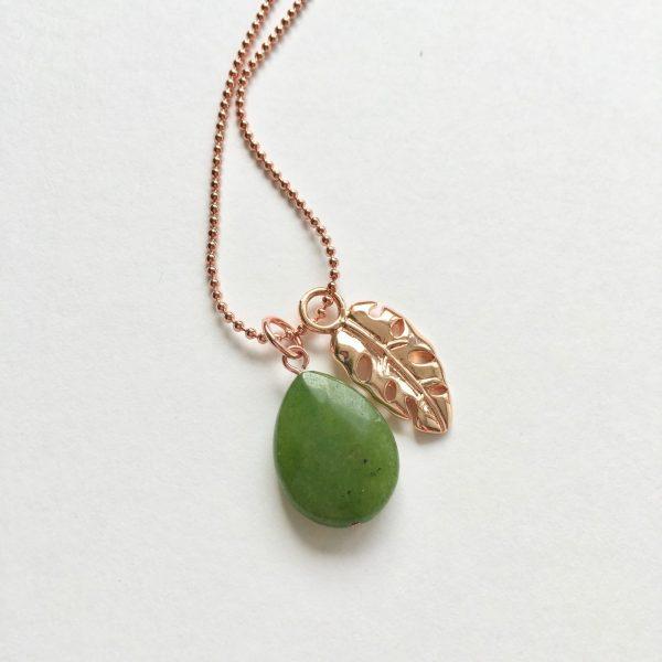 Lange ketting met jade blad rosé goud