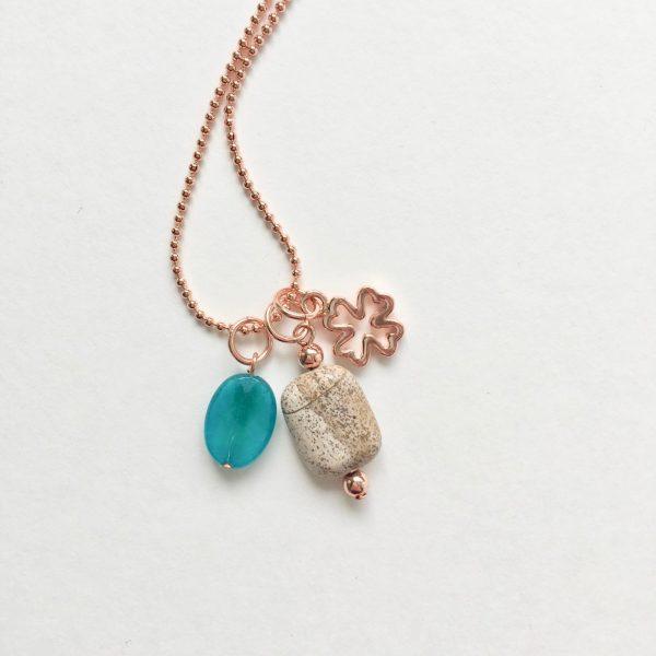 Lange ketting met jade natuursteen klavertje vier rosé goud