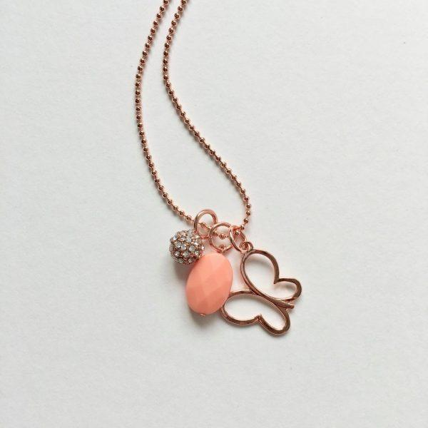 Lange ketting met koraalrode natuursteen straks bedel vlinder rosé goud