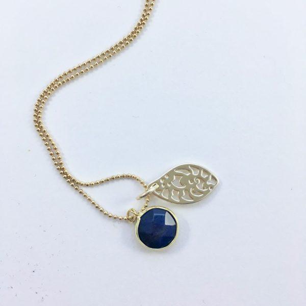 Lange ketting met lapis lazuli blad goud