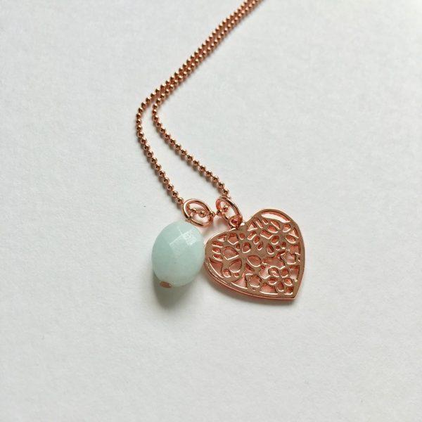 Lange ketting met lichtgroene jade hart rosé goudkleurig
