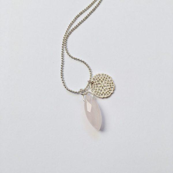 Lange ketting met rozenkwarts bedel zilver