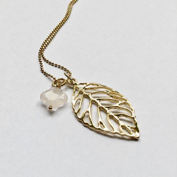 Lange ketting met rozenkwarts blad goudkleurig