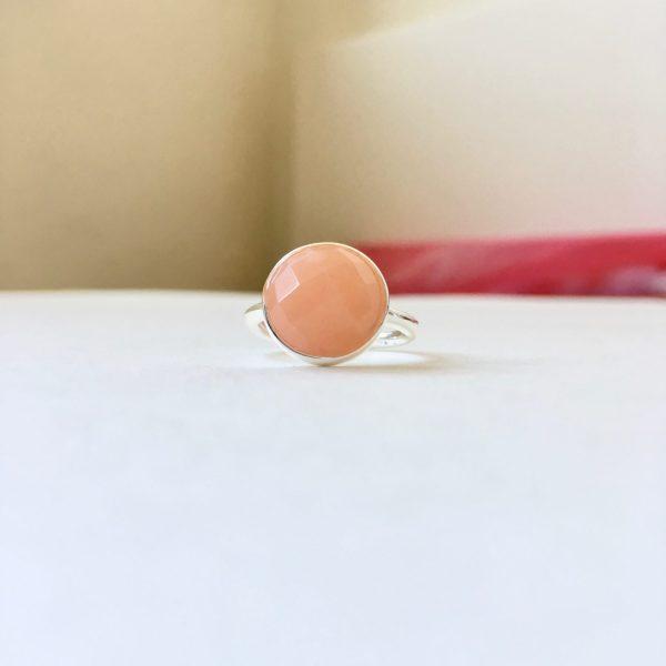Ring met natuursteen bol zilver maat M 17 mm