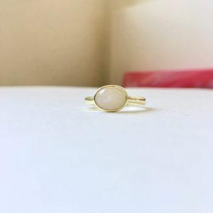 Ring met ovalen natuursteen goud maat L 18 mm