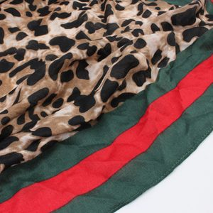 Zachte sjaal rood groen bruin