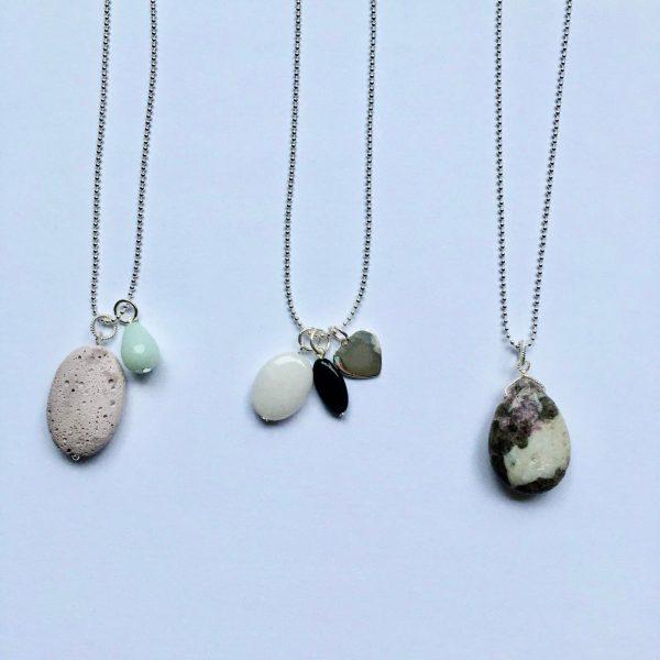 edelsteen kettingen lange kettingen Lange ketting met onyx witte jade en hart bedel zilver