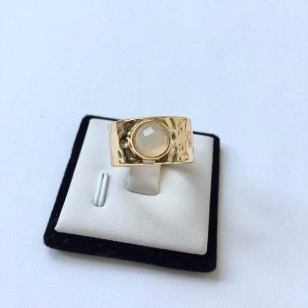 statement ring gouden versie met natuusteen edelsteen