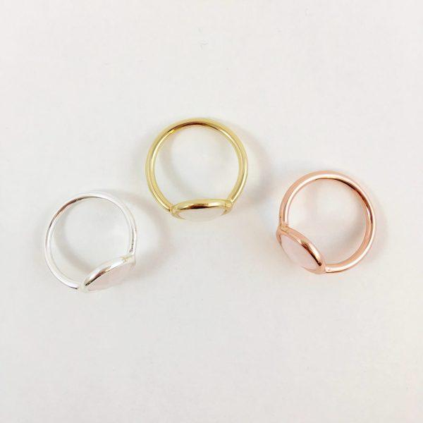 zilverkleurige goudkleurige en rose goudkleurige ring met rozenkwarts