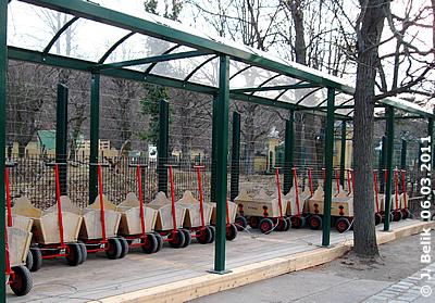 Leiterwagerl-Verleih im Tiergarten, 6. März 2011