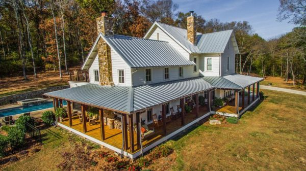 Miley Cyrus just bought this Tennessee home.