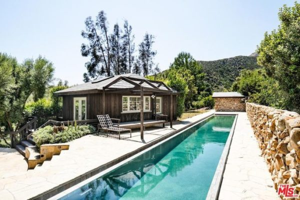 Beyonce and Jay Z, along with Mel Gibson, are in the real estate game this week