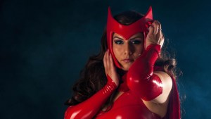 Scarlet Witch cosplayer