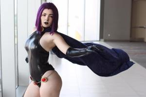 Raven Cosplayer