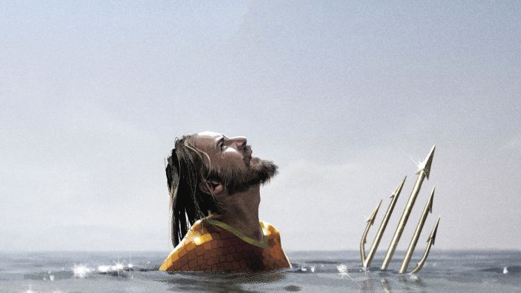 aquaman looking to the sky