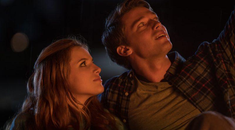 Il sole a mezzanotte: domani al cinema il teen-movie con Bella Thorne (trailer)