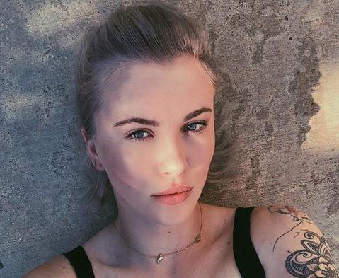 Come mamma (Kim Basinger) l'ha fatta! Ireland Baldwin sexy su Instagram