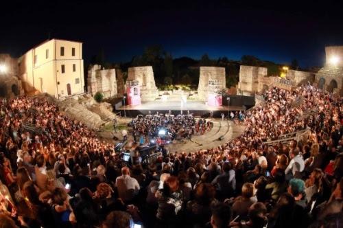 Luciano Ligabue all'apertura della seconda edizione del Festival Nazionale del Cinema e della Televisione di Benevento