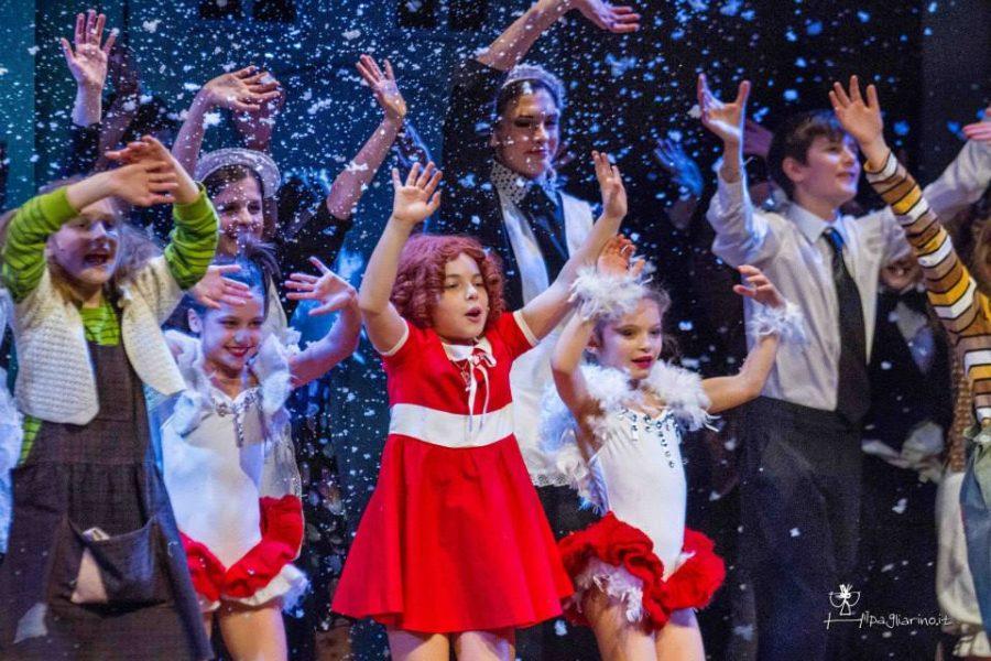 """Il musical di Natale: in scena al Teatro Nuovo di Milano """"Annie"""""""