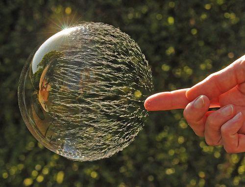 Immagine di una Bolla di Sapone Prima di Scoppiare