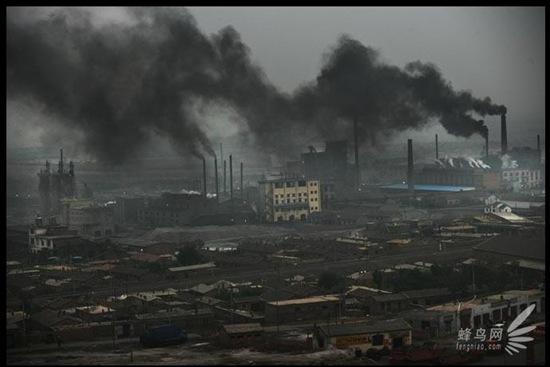 draghi-neri-che-riescono-a-coprire-il-sole-grazie-all-inquinamento