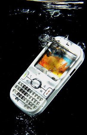Come Aggiustare Smartphone Caduto in Acqua o Danneggiato da Liquidi