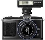 Olympus-EP-2-kit-flash-mirino-elettronico