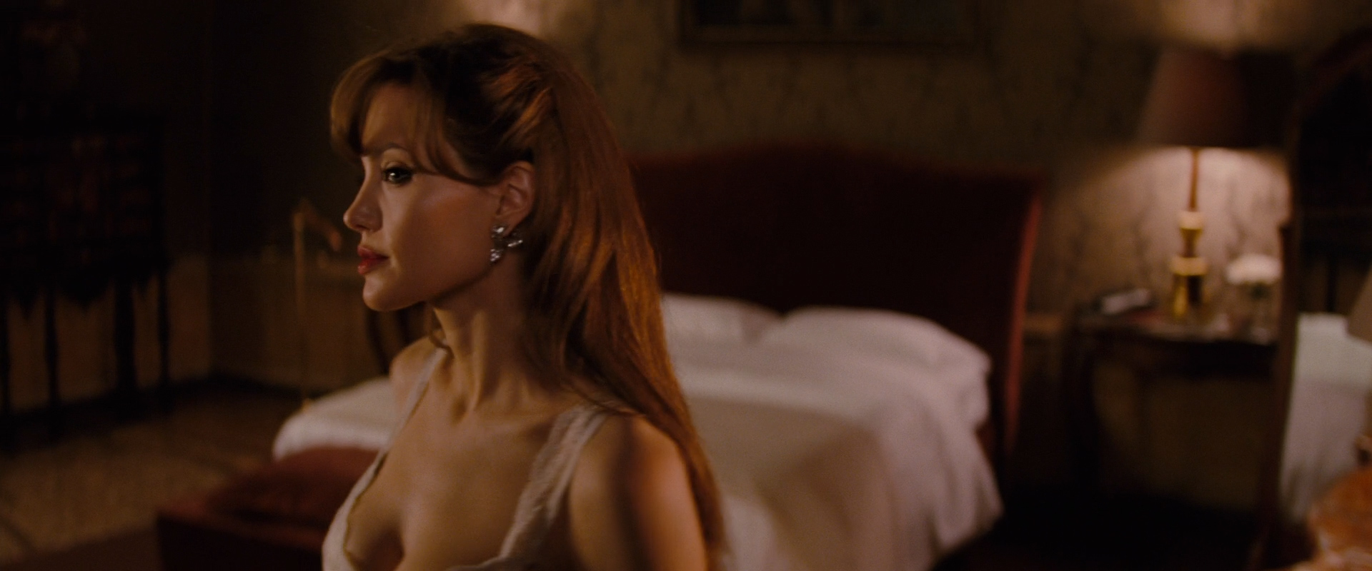 Angelina Jolie Hot Sexy And See Through In The Tourist 2010 Hd1080P-3109