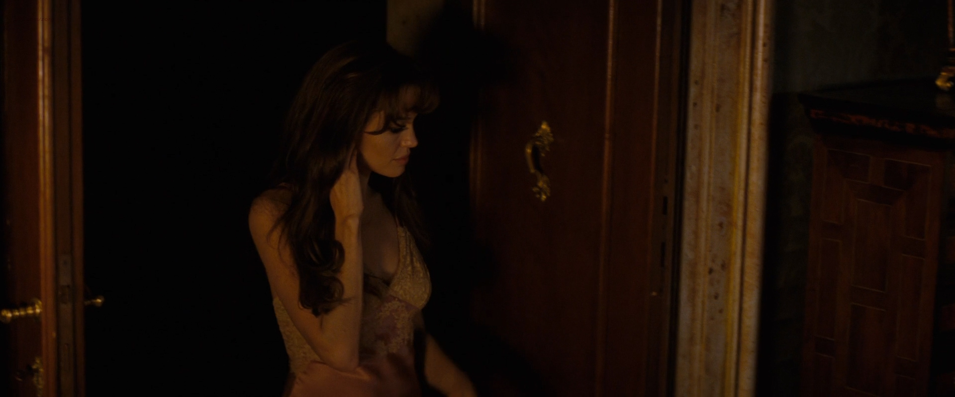Angelina Jolie Hot Sexy And See Through In The Tourist 2010 Hd1080P-7165
