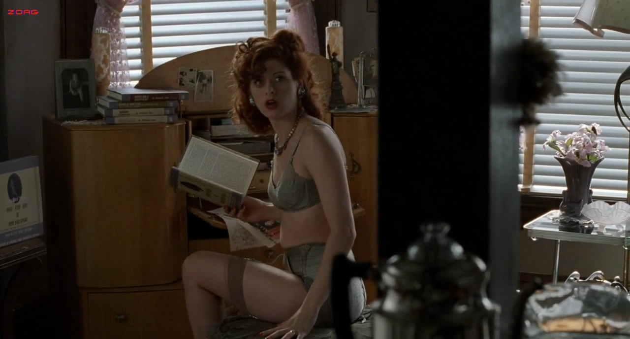 Debra Messing Sexy In Underwear - A Walk In The Clouds -5925