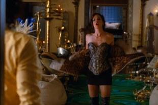 Jennifer Garner sexy and hot in – Arthur (2011) hd1080p