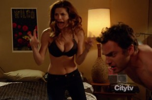 Lake Bell and Zooey Deschanel sexy stripping to nude back and bra – New Girl s1e4 hd720p