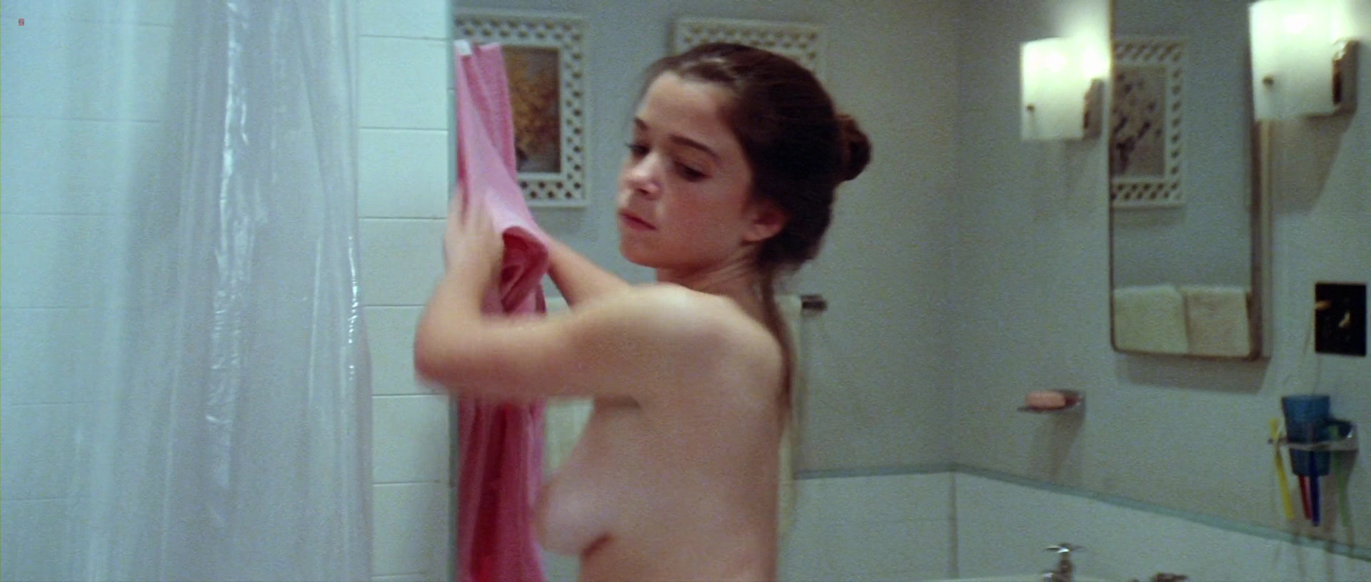 Elizabeth Berridge Nude In The Funhouse