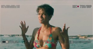 Halle Berry sexy bikini - Dark Tide (2012) hd720p