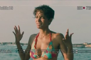 Halle Berry sexy bikini – Dark Tide (2012) hd720p