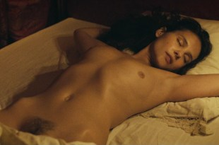 Lea Seydoux nude full frontal bush and Virginie Ledoyen nude topless and bush in – Les adieux à la reine (FR-2012) hd1080p