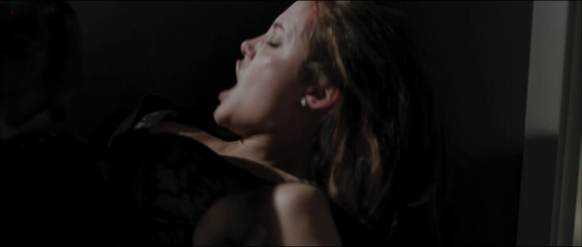 Angelina Jolie Not Nude But Very Hot And Sexy In - Mr  Mrs Smith 2005 -7775