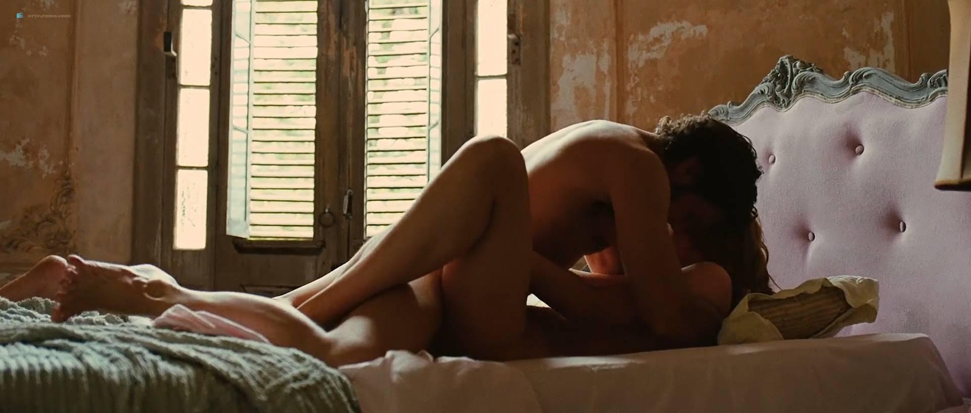 Louise Bourgoin nude and pregnant in - Unheureux événement (FR-2011) HD 1080p (17)