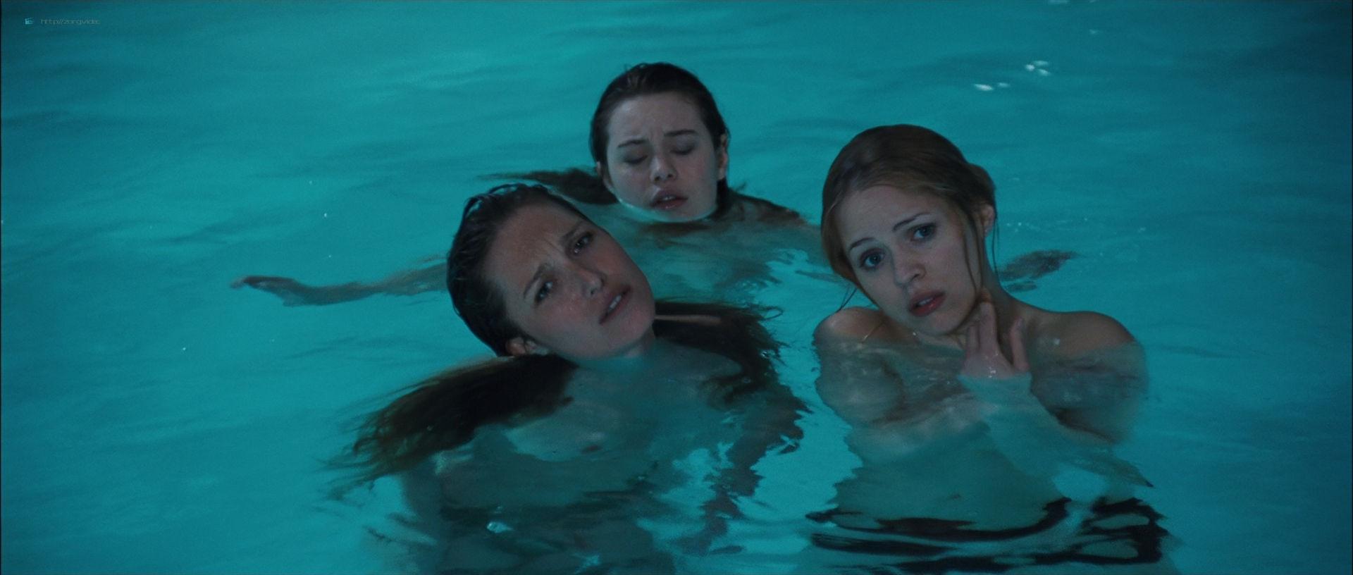 Camille Rowe nude and Josephine de La Baume nude sex threesome - Notre jour viendra (FR-2010) HD 1080p BluRay (16)