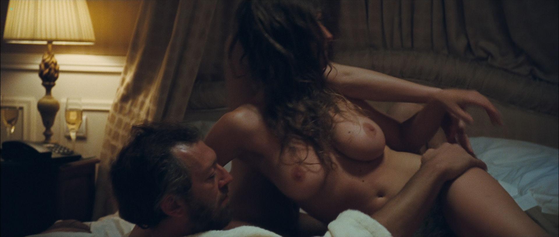 Camille Rowe nude and Josephine de La Baume nude sex threesome - Notre jour viendra (FR-2010) HD 1080p BluRay (12)