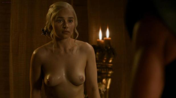 Emilia Clarke nude in the bath topless and butt - Game of Thrones s3e8 hd720p