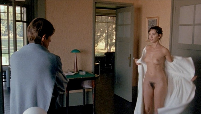 Mathilda May nude full frontal - Toutes peines confondues (1992) (10)