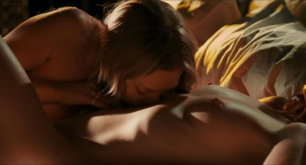 Amanda Seyfried and Julianne Moore nude topless and hot lesbian sex scene - Chloe (2009) hd1080p