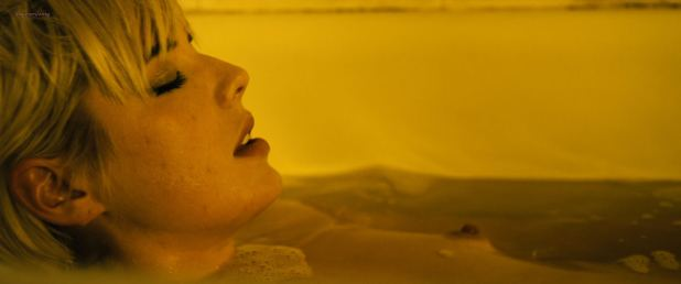 Agyness Deyn nude topless in the bath - Pusher (2012) HD 1080p (3)