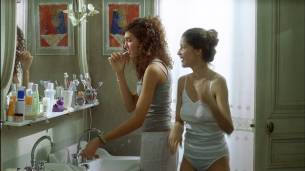 Laetitia Casta nude full frontal - Le Grand Appartement (FR-2006) hd1080p (4)