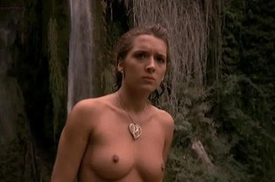 Analia Ivars nude topless and Alicia Principe nude full frontal bush – Golden Temple Amazons (1986)