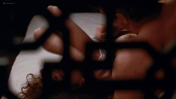 Julia Roberts nude nipple and hot - Pretty Woman (1990) HD 1080p BluRay (2)