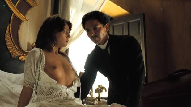 Laura Harring nude Giovanna Mezzogiorno and Ana Claudia Talancón nude sex - Love in the Time of Cholera (2007) HD 720p (13)