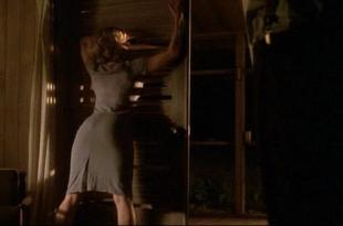 Elisabeth Shue hot and very sexy – Palmetto (1998)