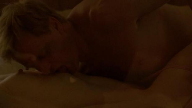 Michelle Monaghan nude brief topless and some sex - True Detective s1e3 (2014) std + hd720p